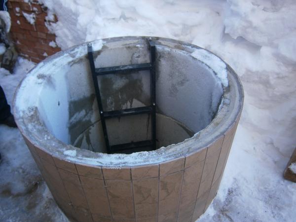 Как утеплить колодец из бетонных колец своими