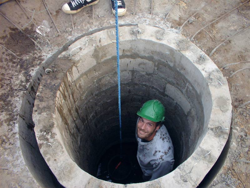 Как попадает вода в колодец